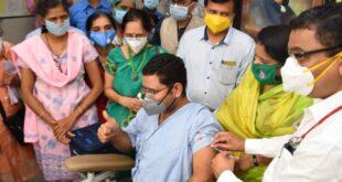 Corona Vaccine Covishield: Corona vaccine covishield given to 5 people trial in Pune