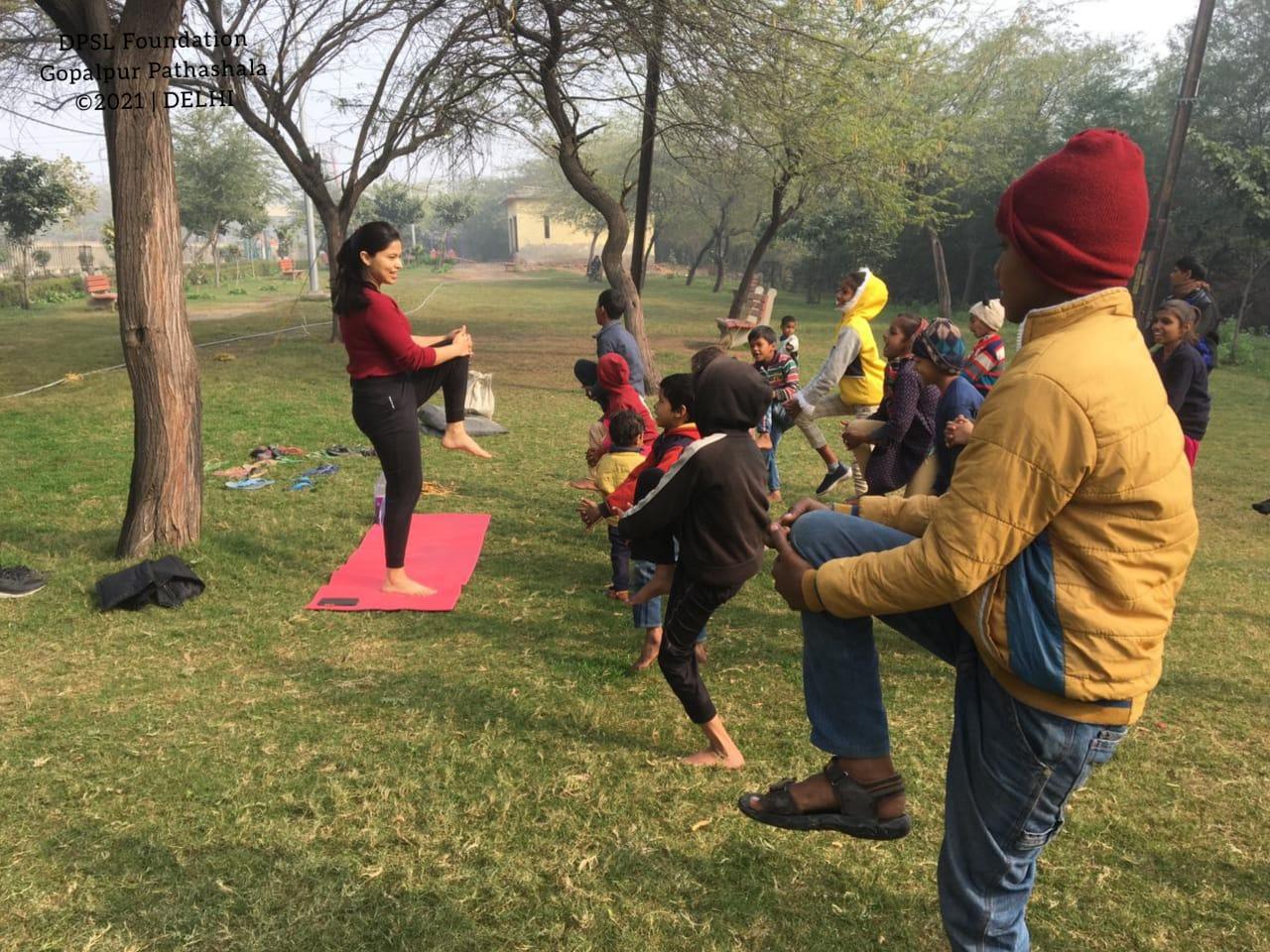 दाना पानी संस्था की गोपालपुर पाठशाला में बच्चों ने लिया योग का आंनद