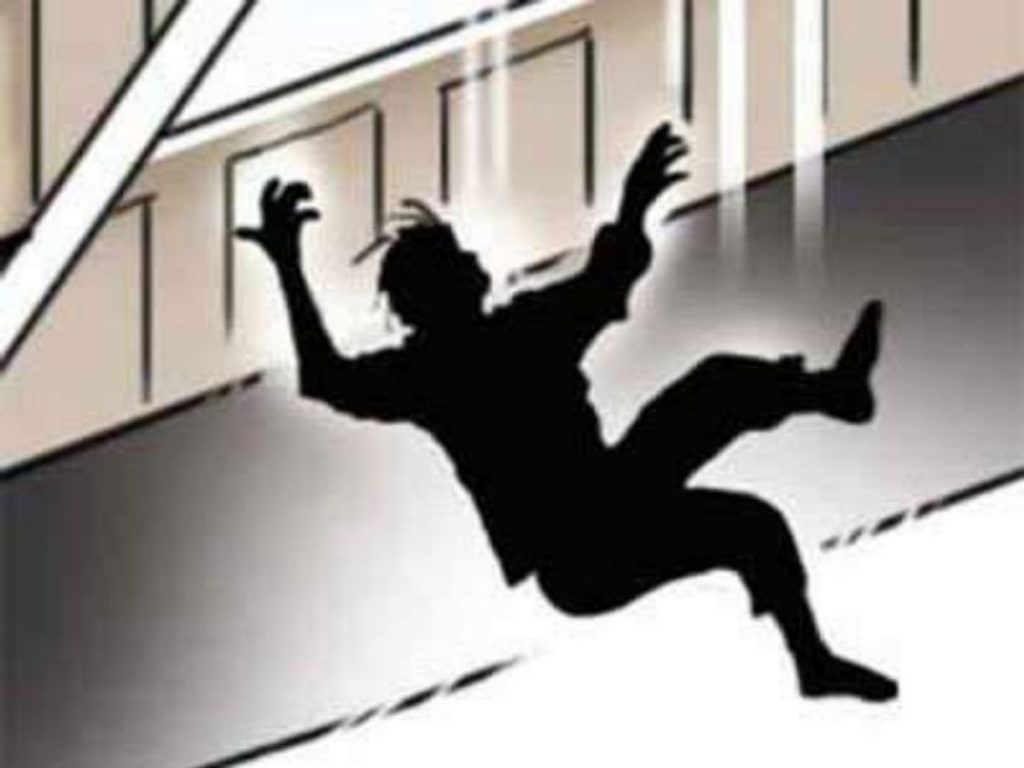 Woman dies due to suspicious condition falling from roof in Nirankari Colony